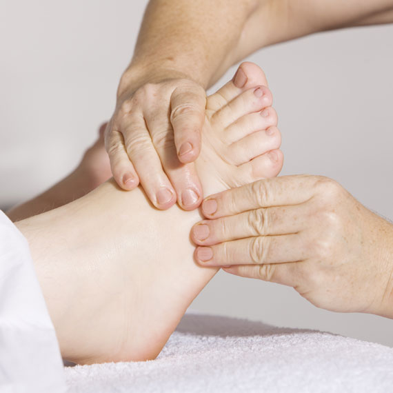 Manuelle Therapie bei Physiotherapeutin Sabine Apprich